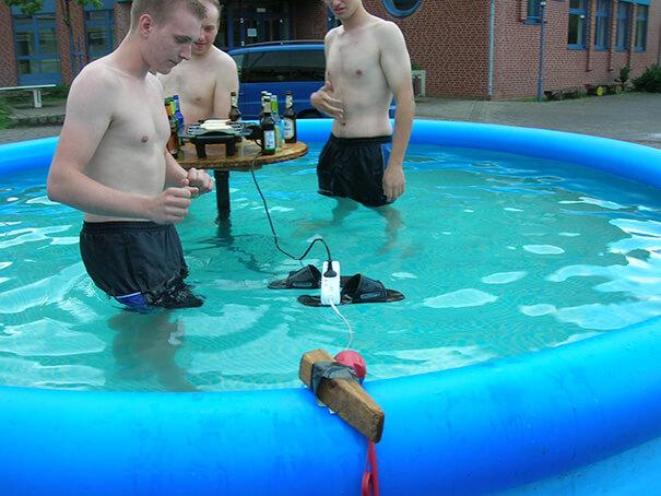 funny-photos-men-safety-fails-26__605